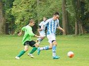 V 11. kole okresního přeboru si tři body připsali fotbalisté Dolní Rožínky (v zeleném) i Radostína (v modrobílém).