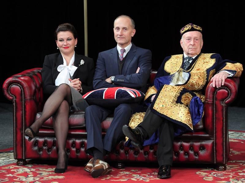 Dana Morávková, Josef Carda i Stanislav Zindulka (na snímku), nebo Ladislav Županič přijedou ve středu do Žďáru nad Sázavou. Představení Jistě, pane premiére! je už vyprodané.