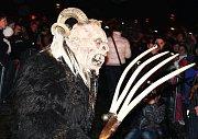 Průvod čertů-krampusů s hrůzostrašně vyhlížejícími maskami se objeví ve Žďáře 25. listopadu. Diváci je uvidí na rychlobruslařském oválu u zimního stadionu.