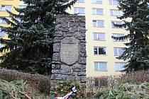 Památník v Novém Městě na Moravě už potřetí změní podobu. Původní mohyla byla nahrazena současným tvarem. Ten bude v příštím roce doplněn sochou Lva z dílny novoměstského umělce Vincence Makovského.