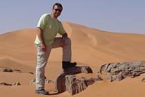 Jako profilový snímek si Pavel Hrůza umístil na svůj facebookový profil tento záběr z pouště.