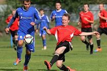 Fotbalisté Velké Bíteše porazili na domácím hřišti Okříšky a nadále se bodově drží vedoucího Jemnicka.