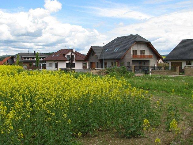 V této ulici chce kraj postiženým stavět chráněné bydlení.