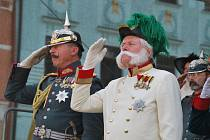 Manévrů v Meziříčí se stejně jako před 105 lety zúčastnil s Františkem Josefem I. i německý císař Vilém II. (vlevo)