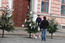 Školáci z první základní školy vyzdobili náměstí