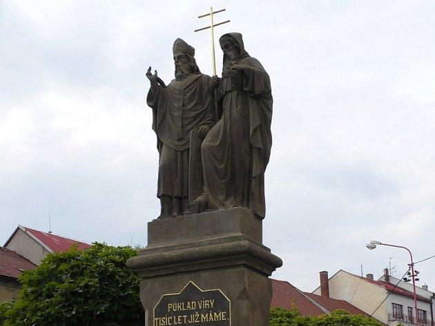 Opravené sousoší sv. Cyrila a Metoděje v Bystřici nad Pernštejnem.