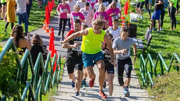 Závodníci běhali do schodů, podpořili tak Domov Kamélie v Křižanově