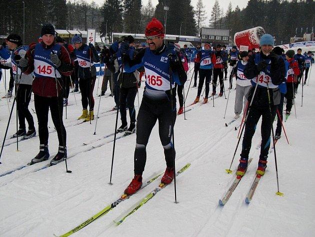 Nový ročník Žďárské ligy mistrů začal během na lyžích. Na startu u Ski hotelu se sešlo 95 dvanáctibojařů.
