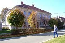 Budova bývalé školy byla opuštěná čtyři roky. Nyní je prodaná firmě BVT Technologies.
