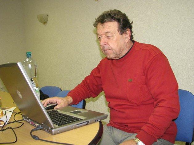 Josedf Brůna v redakci Žďárského deníku