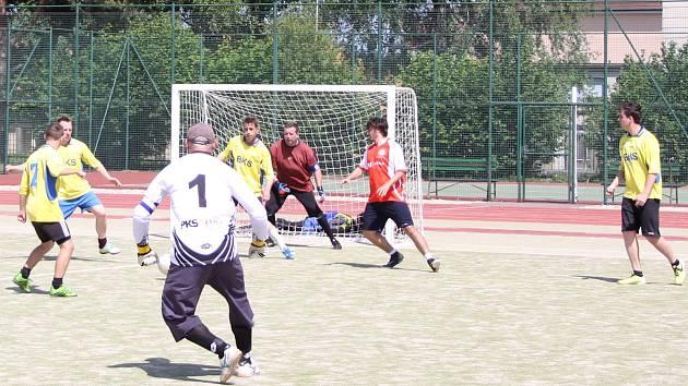 Vedoucí tým první ligy Žďárské malé kopané BKS v sobotu porazil Sosáky i Alko. O hodně se hrálo i ve druhé lize.