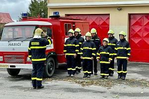 Společného pietního aktu se zúčastnili i členové sborů dobrovolných hasičů ze Sněžného a z Rokytna.