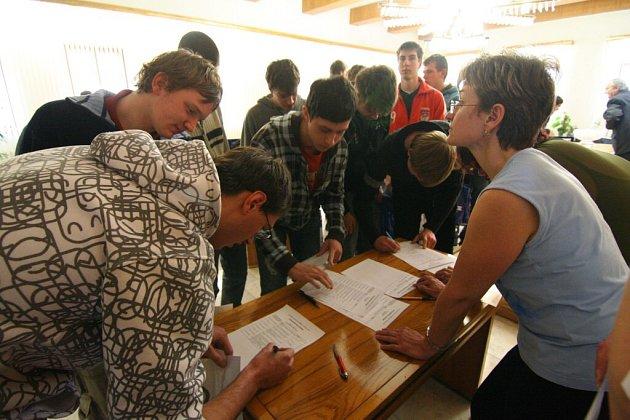Z vyhlášení nejlepších účastníků soutěže studentů ve Žďáře nad Sázavou.