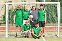 Hráči Kozel Teamu (na týmovém snímku v zelených dresech) nasadili od prvního kola neskutečné tempo a po zásluze si během podzimní části letošního ročníku první ligy vybudovali komfortní náskok pro jarní odvety a nadstavbu.