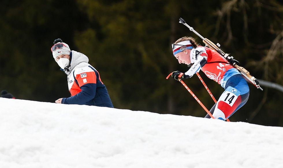 Jessica Jislová v závodu Světového poháru v biatlonu ve smíšené štafetě.
