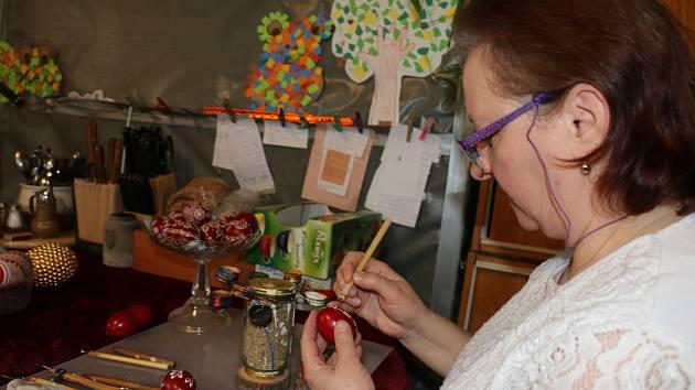 Malířka kraslic z Pohledce připravila exponáty pro výstavu v bystřickém Edenu