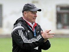 Spokojenost hlásil po vítězství 5:3 na půdě Otrokovic trenér fotbalistů Velkého Meziříčí Libor Smejkal.
