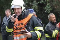 Téměř okamžitě poté, co dobrovolní hasiči obdrželi SMS zprávu od Krajského operačního a informačního střediska Kraje Vysočina, se členové zásahových jednotek sešli u hasičáren, aby společně vyjeli na místo zásahu.
