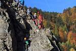 Na skalách ve Víru na Bystřicku vznikly dvě zajištěné trasy pro turisty.