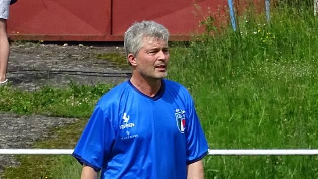 Při nedávné exhibici ve Žďáře nad Sázavou Pavel Karoch na Bouchalkách po čase opět oblékl fotbalový dres.