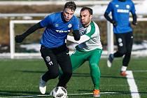 Po roce a půl opět dojde na přípravný duel mezi fotbalisty FC Žďas (v modrých dresech) a Hlinska (v bílých dresech).