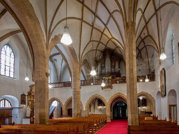 Kniha mapující sedm set let meziříčského kostela se dočkala dotisku