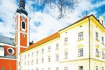 K největší investiční akci v novodobé historii Pacova patří oprava tamního zámku. Do té bylo od roku 1996 do současnosti investováno přibližně 137 milionů korun.