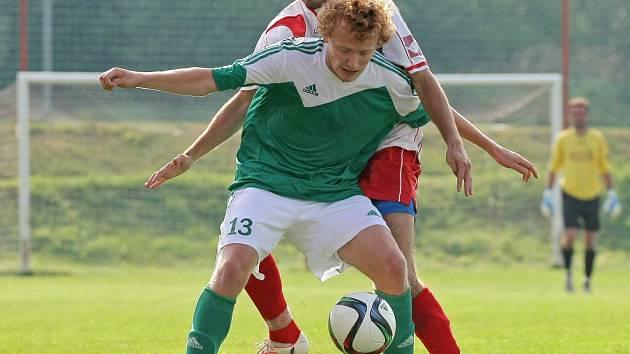 Ždírecký Tatran (u míče útočník Michal Najman) překvapil v Polné a veze si cenný bod. Stará Říše vyhrála 2:1 v Rosicích.