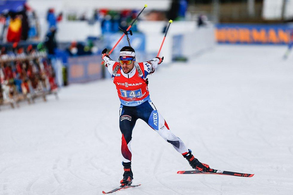 Michal Krčmář v závodu Světového poháru v biatlonu ve smíšené štafetě.