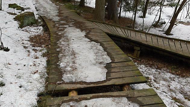 Dřevěné prvky letos čeká větší oprava.