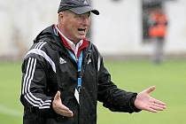 Trenér Velkého Meziříčí Libor Smejkal byl i přes prohru svého týmu v Hlučíně spokojený.