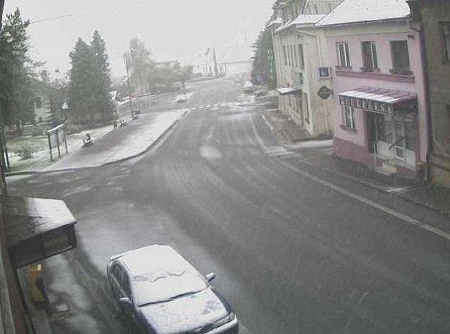 Sněžné pod sněhem třetího května 2011.