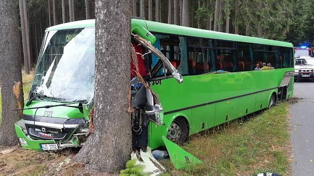 Na Žďársku havaroval autobus, jsou zranění