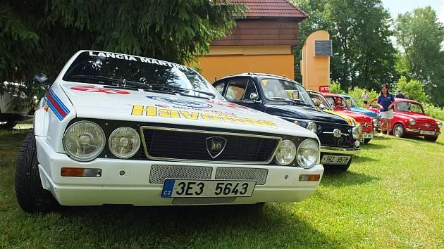 Na osmý ročník International meeting Svratka se sjely desítky historickcýh i novějších aut převážně italských značek. Dominovaly fiaty.
