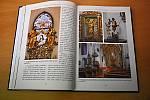 Novou publikaci Tajemství žďárských kostellů lze zakoupit ve žďárských knihkupectvích nebo objednat u nakladatelství Tváře.