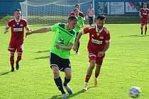 Hned v prvním přípravném duelu před novou sezonou MSFL si fotbalisté Velkého Meziříčí (v červeném) v domácím utkání proti Znojmu užili své.