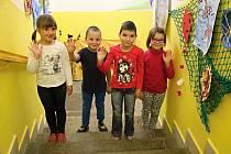 Na fotografii jsou žáci ze Základní školy ve Fryšavě pod Žákovou horou. První třída paní učitelky Jany Slavíčkové.