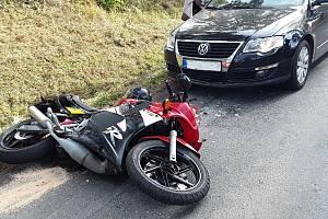 Dopravní nehoda osobního auta a motorky u Zlatkova.