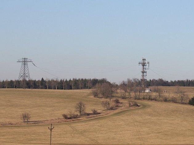 Pro mnohé turisty a návštěvníky Žďárských vrchů představují studnické stožáry významný orientační bod. Jiní naopak tvrdí, že tamní krajinu hyzdí.