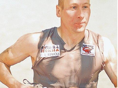 Lukáš Bauer startoval na Xteře po boku lyžařů ze Žďárska Martina Koukala a Evy Skalníkové.