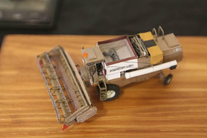 Modely, mnohdy úplně miniaturní, jsou často dokonalou kopií reálných strojů.