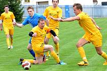 Fotbalisté Luk nad Jihlavou (ve žlutém) měli v derby nabito a Polnou B porazili 3:0.