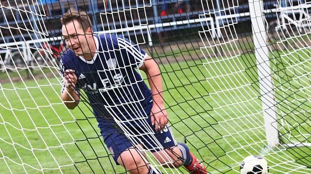 Povedený výkon v derby se Žďárem korunoval Mirek Stejskal gólem na 3:0. Útočník Poličky přitom nastoupil za Vrchovinu jen jako výpomoc za Pavla Smetanu.