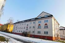 Většina domů se sgrafity a dalšími unikátními architektonickými prvky už obnovou prošla.