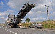 Oprava silnice I/37 ze Žďáru do Vojnova Městce také nyní komplikuje život šoférům ve žďárském okrese.