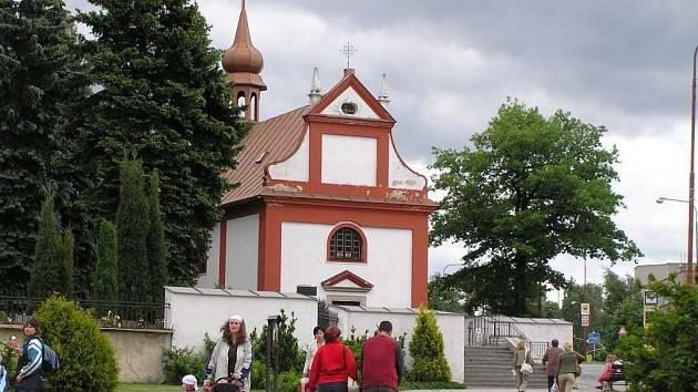 Kostel Nejsvětější Trojice ve Žďáře nad Sázavou se po pětašedesáti letech dočká nových zvonů. Ty budou měsíc vystaveny v kostele svatého Prokopa.