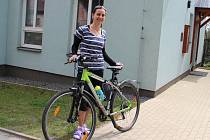 Co nejvíc kilometrů na bicyklu se po cestě do práce snaží svými kolegy z Kolpingova díla najezdit i Jana Pešková. Bydlí z nich nejdál, v Havlíčkově Brodě.