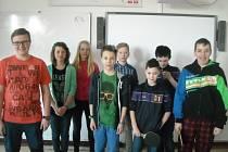 Do soutěže o nový pingpongový stůl nazvané Jeden za všechny, všichni za stůl se přihlásili i žáci šestých tříd 2. základní školy v Novém Městě na Moravě.