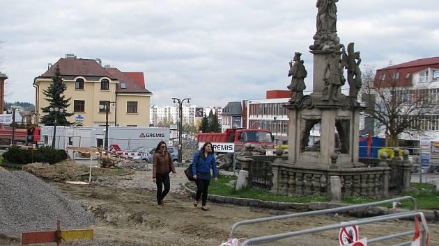 Náměstí Republiky prochází rozsáhlou rekonstrukcí spojenou také s archeologickým průzkumem.