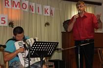 Ve Fryšavě poprvé vyhrávali harmonikáři a heligonkáři.